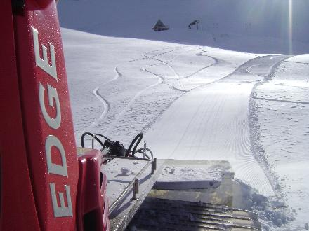 groomer-packing-snow
